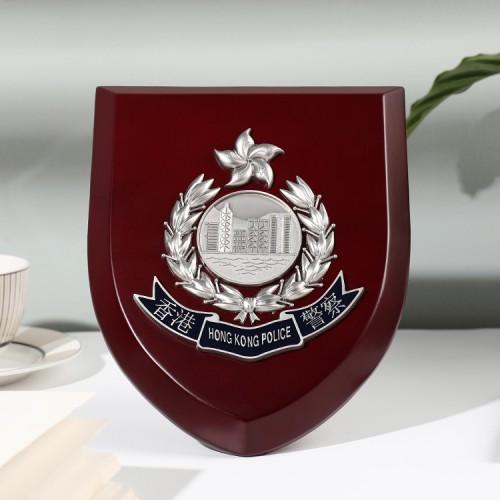 紅木銀色徽章盾牌